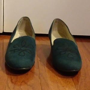 "Trotters ""Tanya"" Green Suede Heels Size 6 1/2 M"